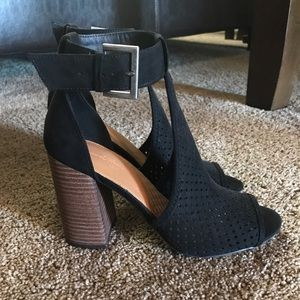 Shoes - Target cut out heeled pumps